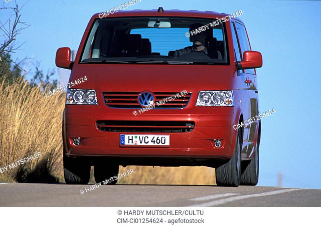 Car, VW Volkswagen Multivan T5 2.5 TDI, Van, model year 2003-, red, driving, diagonal from the front, frontal view, country road