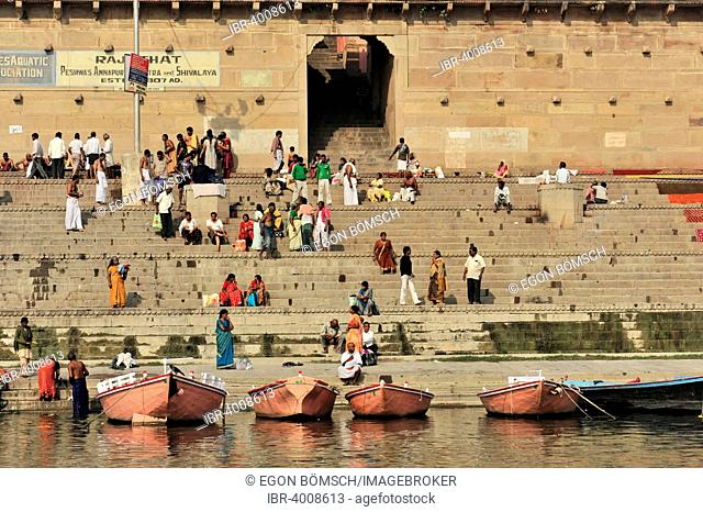 Pilgrims at the Ganges, Varanasi, Benares, Uttar Pradesh, India