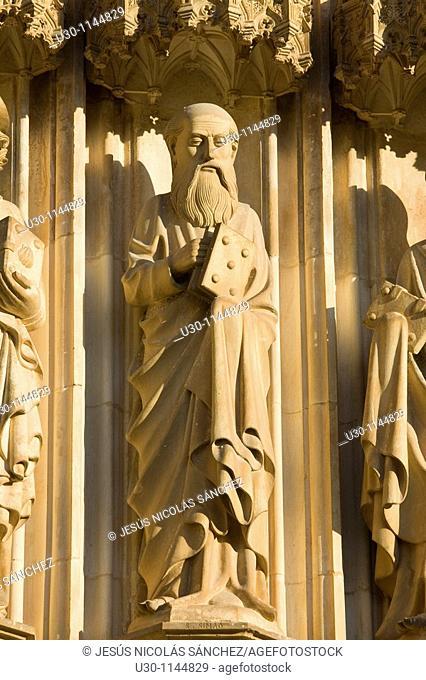 Sculpture of Saint Simon apostle, in the Monastery of Santa Maria da Vitoria, also called Batalha Monastery, declared World Heritage by UNESCO in Batalha...