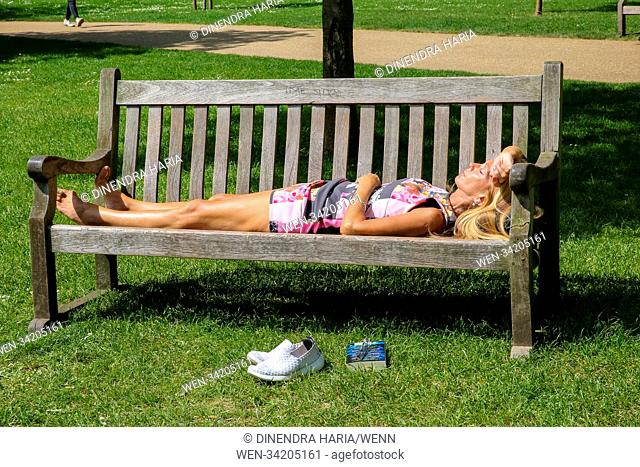 Sun seekers makes the most of the hot weather in St James's Park. Featuring: Atmosphere, View Where: London, United Kingdom When: 09 May 2018 Credit: Dinendra...