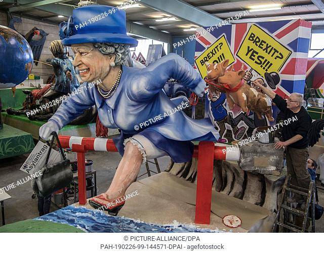 26 February 2019, Rhineland-Palatinate, Mainz: With an asylum application in her hand, the Queen jumps across the barrier into the EU during the presentation of...
