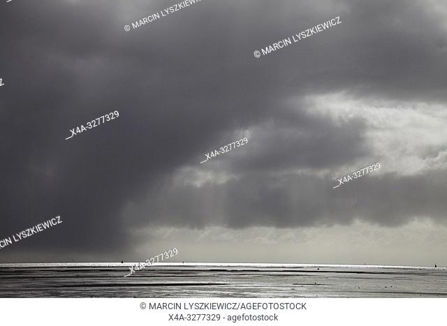 storm is comming, Wadden See, Netherlands