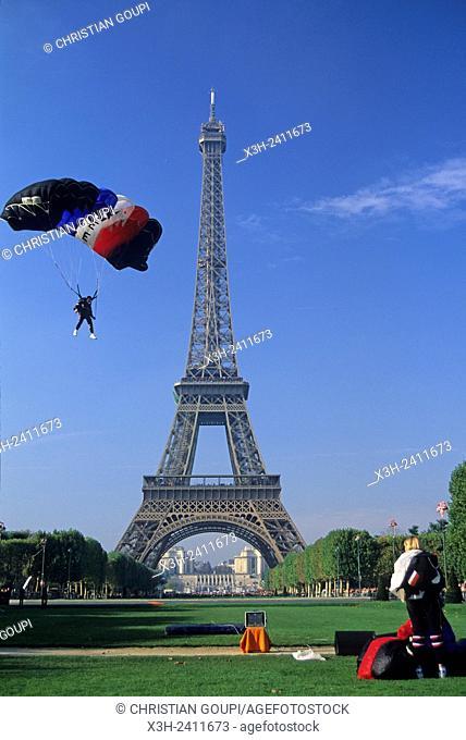 parachutes landing near the Eiffel Tower, Champ-de-Mars, Paris, Ile de France region, France, Europe