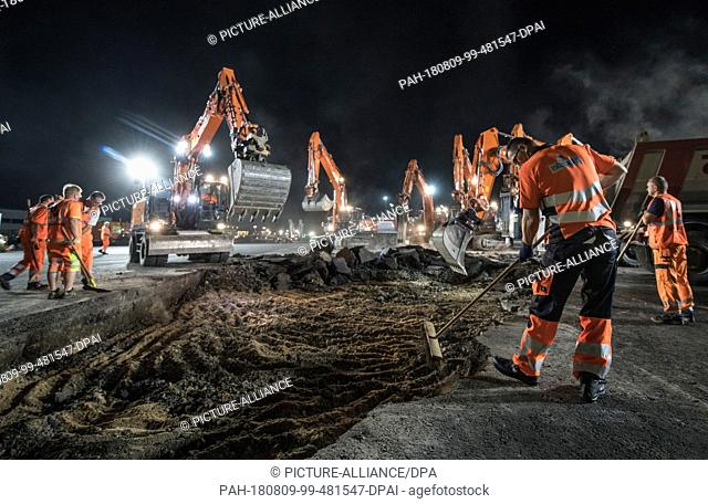 08.08.2018, Hesse, Frankfurt: With excavators and special machines, workers break open the asphalt surface on the apron of the airport