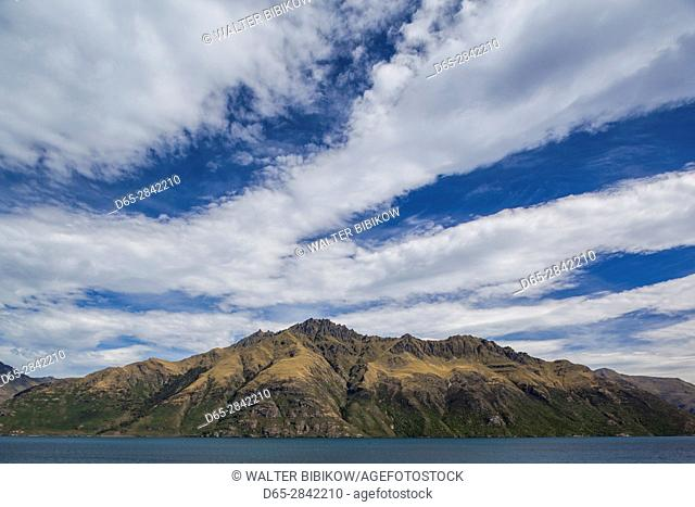 New Zealand, South Island, Otago, Queenstown, mountain landscape on Lake Wakatipu