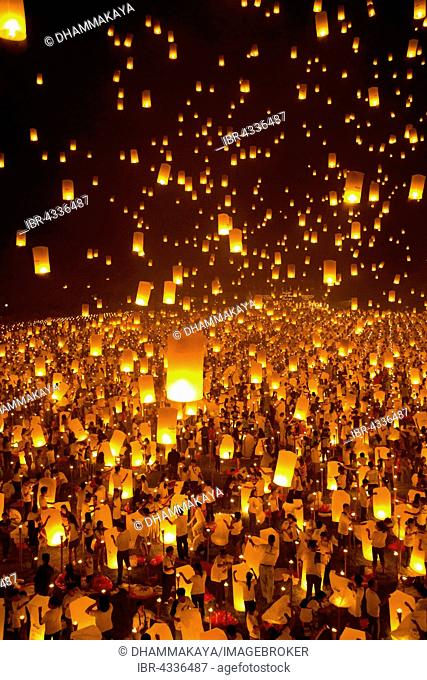 Light and peace festival, 15,000 sky lanterns, Kongming lanterns, Light of Peace Ceremony at the Dhammakaya Foundation, University of Philippines Visayas in...
