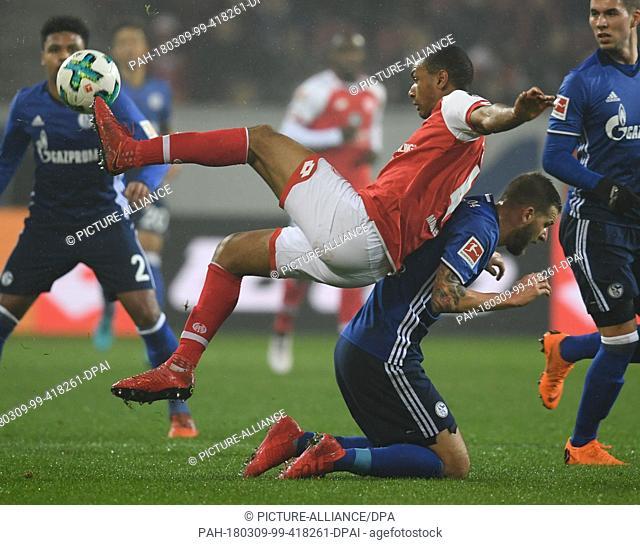 09 March 2018, Germany, Mainz: Bundesliga, 1. FSV Mainz 05 vs FC Schalke 04, Opel Arena: Mainz's Abdou Diallo (L) and Schalke's Guido Burgstaller vie for the...