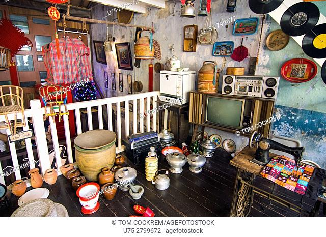 Shopping for handicrafts, Concubine Lane, old town, Ipoh, Perak, Malaysia