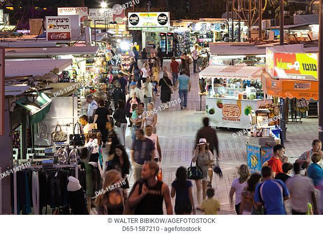 Israel, The Negev, Eilat, Red Sea beachfront, pedestrians, NR