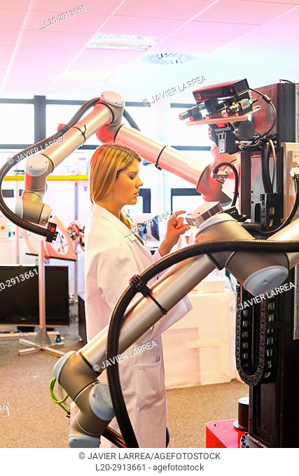 Robot with two arms for mobile manipulation, Humanoid robot for automotive assembly tasks in collaboration with people, Industry, Tecnalia Research & innovation