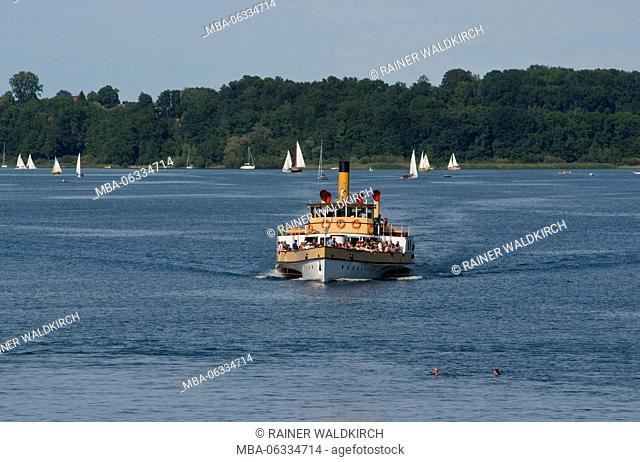 Europe, Germany, Bavaria, Lake Chiemsee, Chiemgau, Prien-Stock, paddle steamer Ludwig Fessler of 1926 during journey