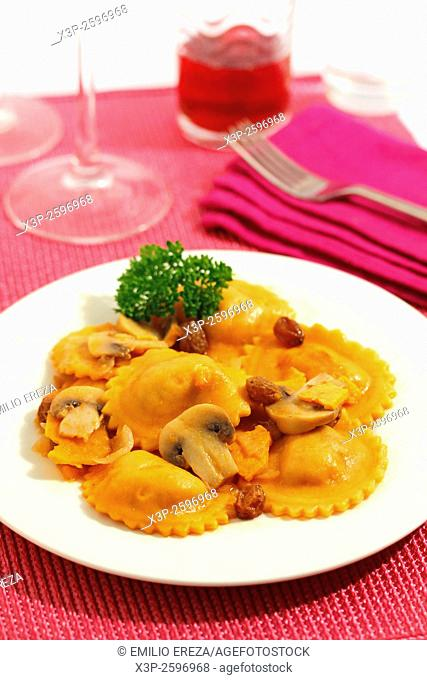 Pasta with sweet potato and raisins