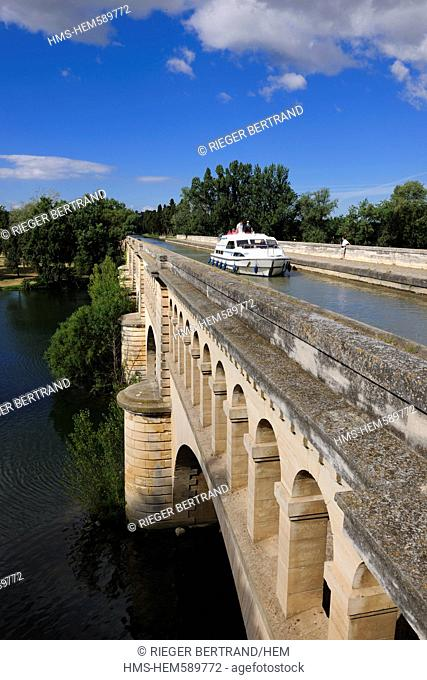 France, Herault, Beziers, canal aqueduct of the Canal du Midi, listed as World Heritage by UNESCO, overcrossing Orb River