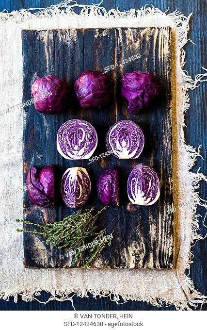 Mini red cabbage, whole and halved