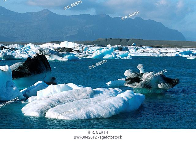 glacial lake Joekulsarlon with icebergs near the glacier Vatnajoekull, Iceland