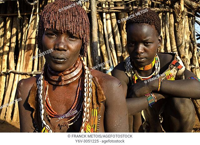 Mother and daughter belonging to the Hamer tribe ( Omo valley, Ethiopia)
