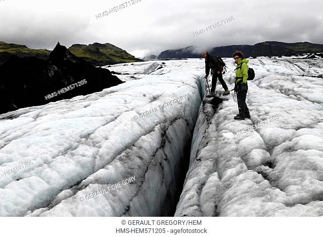 Iceland, Sudurland Region, Myrdalsjokull, walks with cramps on the ice tongue of Solheimajokull, a crack