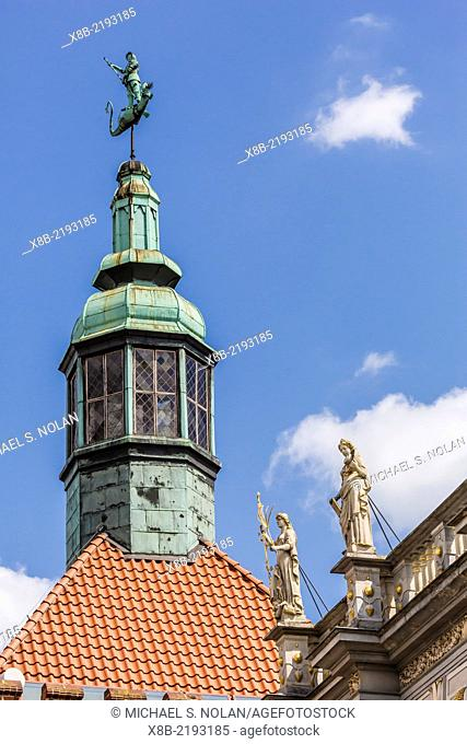 Roof statues in Old Town, Gdansk, Poland