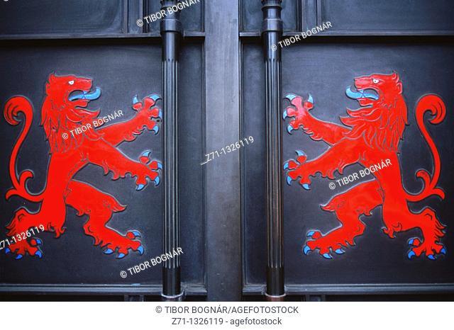 UK, Britain, Scotland, Edinburgh, door with lion emblems