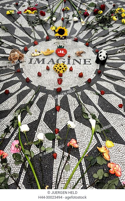 Strawberry Fields Memorial l to John Lennon , Central Park , New York