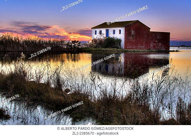 house in the rice fields of the Albufera of Valencia, Spain