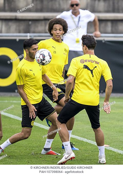 "Football: Season 2018/2019, training camp Borussia Dortmund on 06.08.2018 in the """"Ri Au"""" in Bad Ragaz (Switzerland). Axel Witsel fights with Nuri Sahin and..."