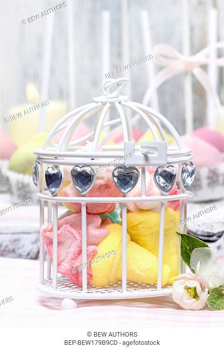 Marshmallows in decorative white birdcage