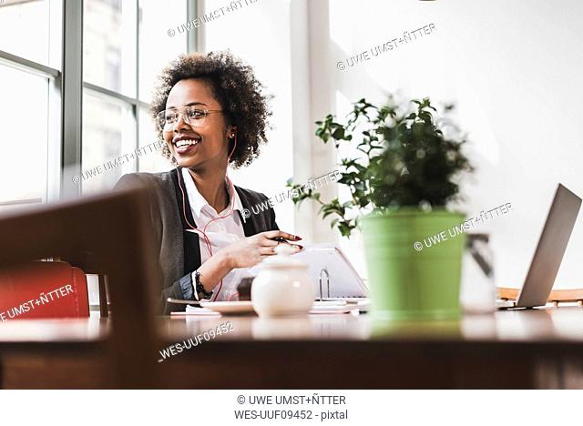 Smiling young woman working in a cafe
