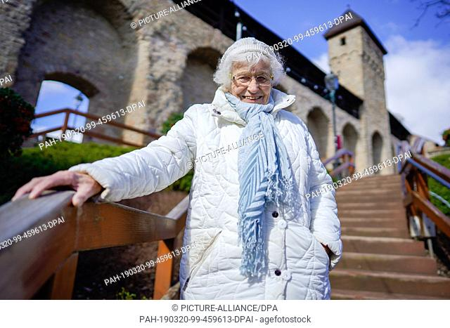 18 March 2019, Rhineland-Palatinate, Kirchheimbolanden: Lisel Heise stands in the old town on a staircase leading to the city wall