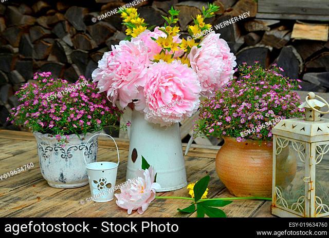 Garten Dekoration Tisch Blumen
