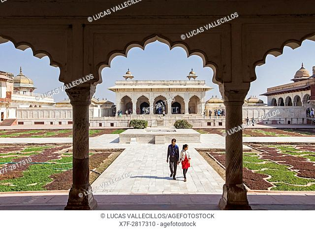 Visitors, Anguri Bagh (Grape Garden), in Agra Fort, UNESCO World Heritage site, Agra, India