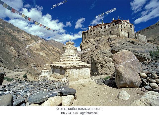 Prayer flags, Chorten, Buddhist Gelugpa or Yellow Hat Bardan Monastery, at Padum, Zanskar, Ladak, Jammu and Kashmir, Indian Himalayas, North India, India, Asia