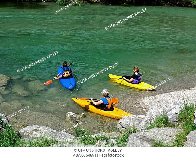 Germany, Upper Bavaria, Isar (river) at Einöd (village) nearby Geretsried (village), kayakers