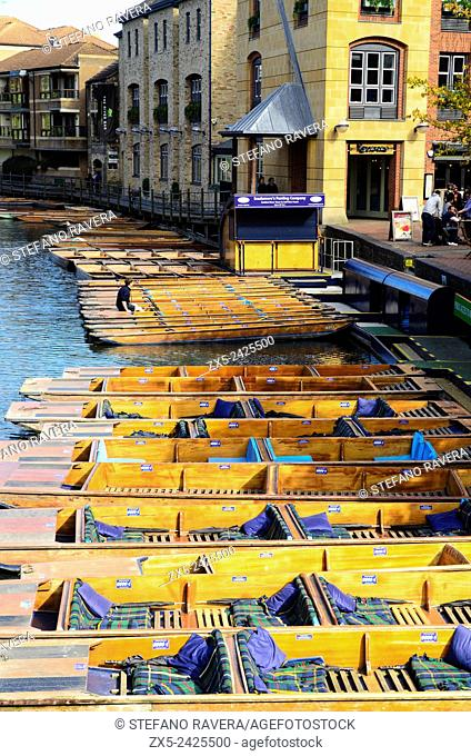 Punts on the river Ram - Cambridge, England