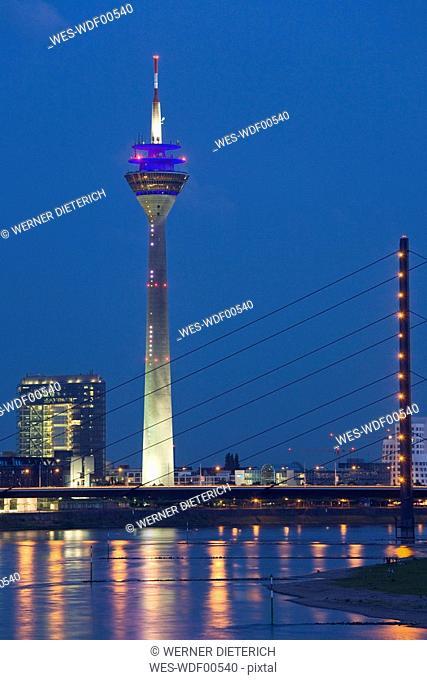 Germany, North-Rhine-Westphalia, Dusseldorf city skyline, view across Rhine