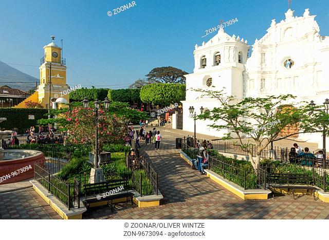 Parque Central in Ciudad Vieja (Guatemala) / Main square in Ciudad Vieja (Guatemala)