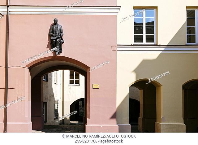 Daukantas Courtyard, with the statue of the famous historian above the passageway. Vilnius University. Vilnius, Vilnius County, Lithuania, Baltic states, Europe