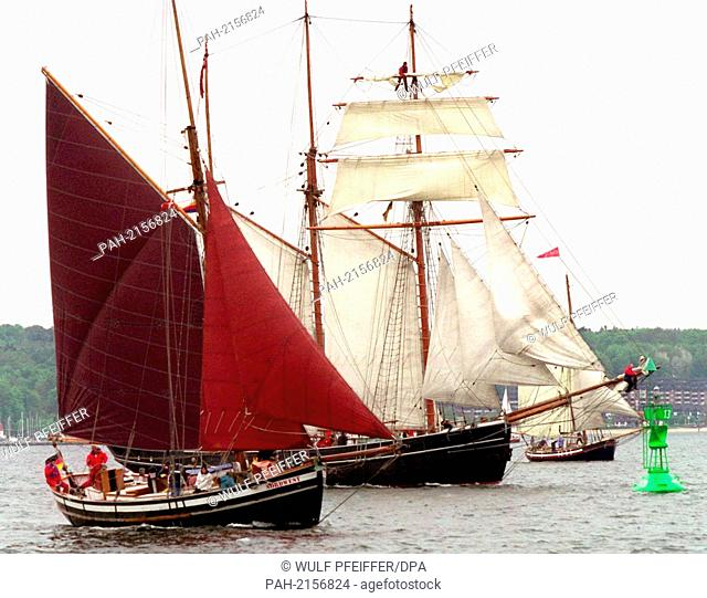 historic sailboats enter the Flensburg Innenforde on 15.5.1999 with set sails. Around 140 old freight and fishing sailors of all sizes took part in the 20th...