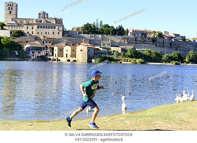 Los Pelambres beach, is a river beach of the Duero river, picnic and leisure place