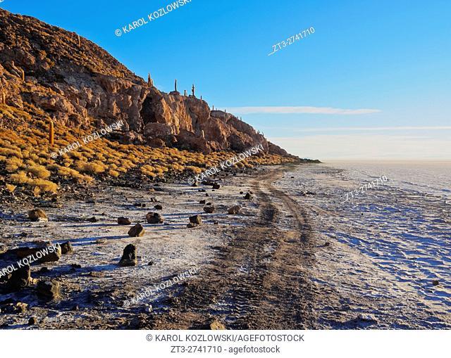 Bolivia, Potosi Department, Daniel Campos Province, Salar de Uyuni, View towards the Incahuasi Island at sunrise