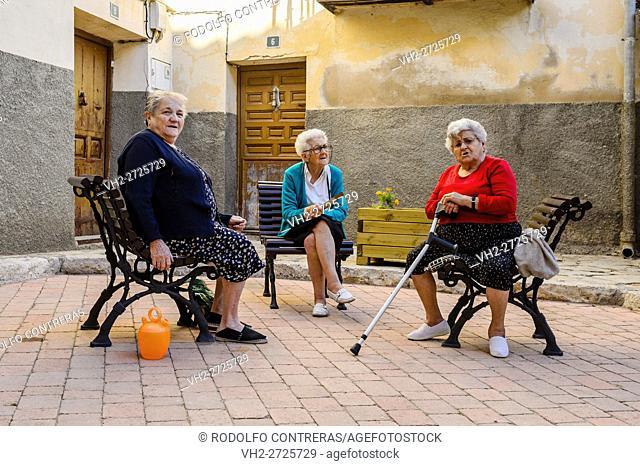 Women chatting, Brihuega