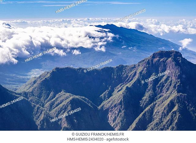 Spain, Canary Islands, La Palma island declared a Biosphere Reserve by UNESCO, Caldera de Taburiente National Park, panorama from Roque de los Muchachos