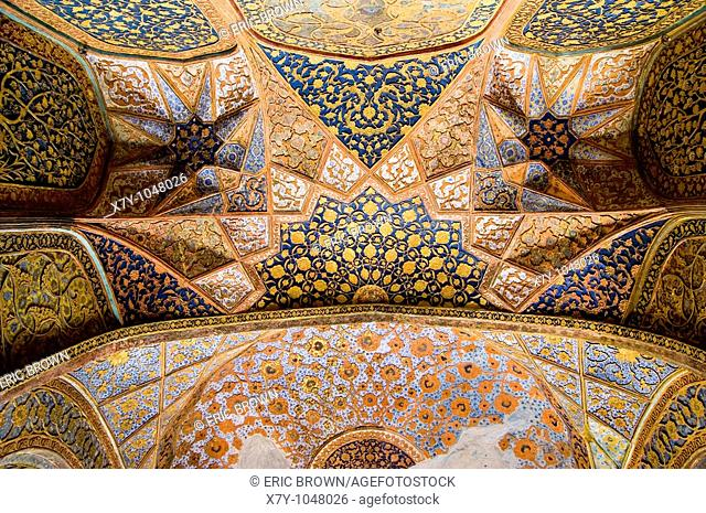 Looking up in Akbar's Mausoleum