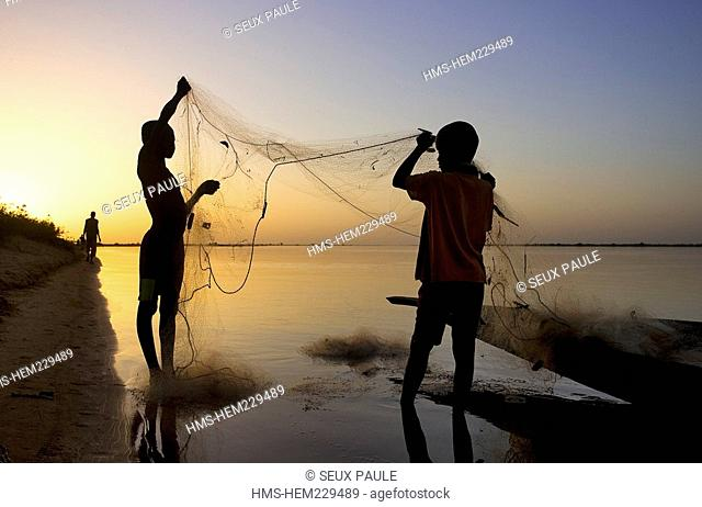 Mali, Niger River banks, fishermen's children
