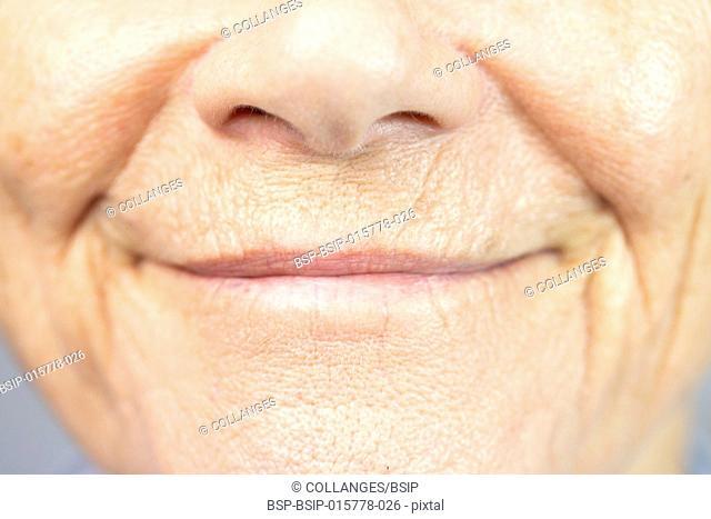 Lèvres de femme agée