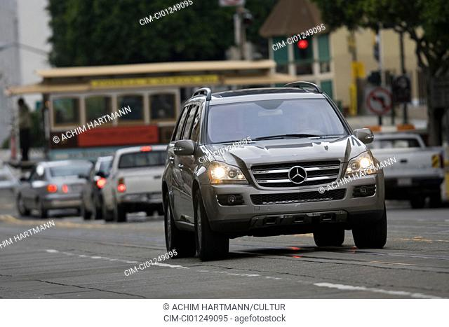Mercedes GL 450 4matic, model year 2006-, silver, driving, diagonal from the front, frontal view, City, landsapprox.e, Cable Car