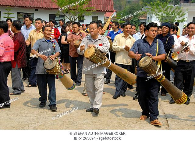 Ethnology, Phunoi men and musicians playing music on drums, Pi Mai, Lao New Year festival, city of Phongsali, Phongsali Province, Laos, Southeast Asia, Asia