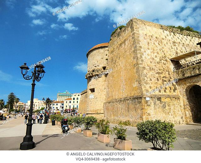 Alghero, Cristoforo Colombo defensive shield, Torre dello Sperone, Sperone Tower, defense tower built by the catalans XIV century, Italy, Sardinia, Sassari
