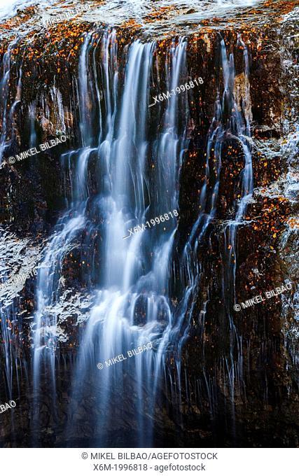 Cave's waterfall (Cascada de la Cueva)