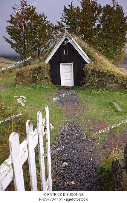 Small church at Nupsstadur, under Lomagnupur cliffs, dating from the 17th century, in the care of the National Museum of Iceland, South Iceland, Polar Regions